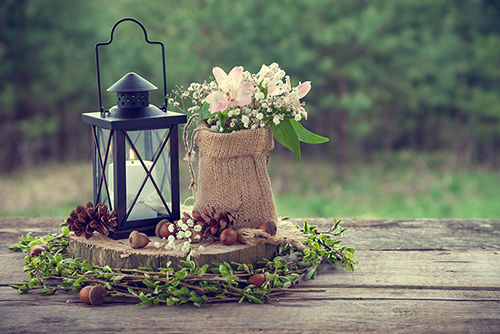 This images features a rustic-style floral arrangement and a few